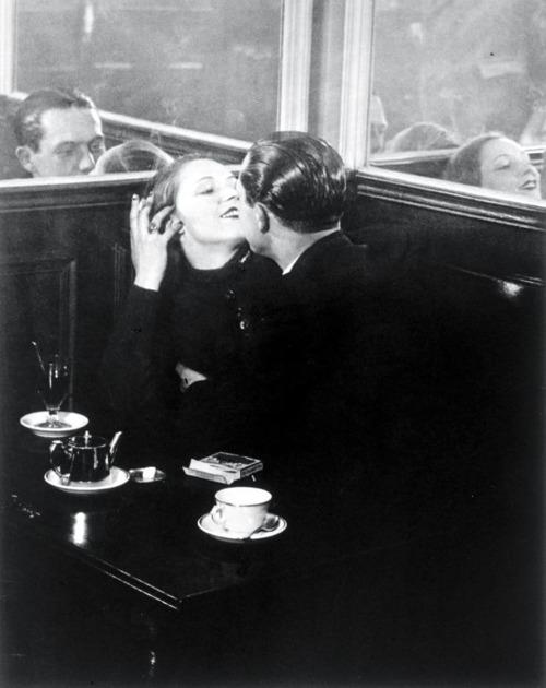 Couple d'amoureux, Place d'Italie, 1932