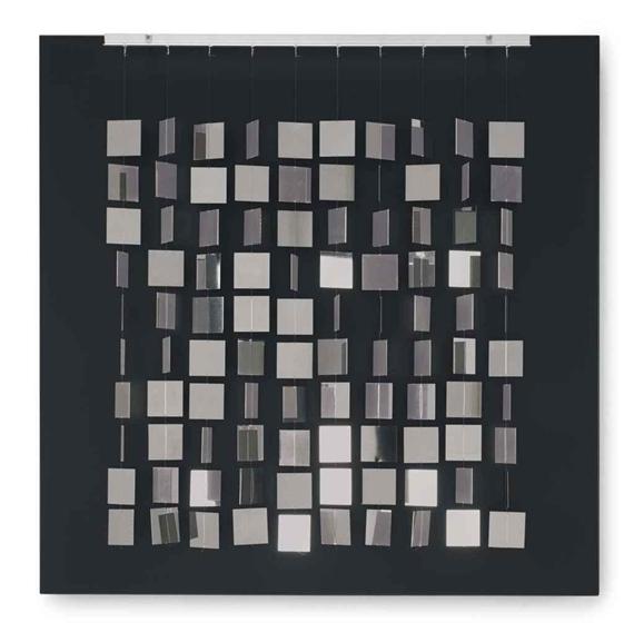 Móvil cuadrado plateado sobre negro, 1968 - Julio Le Parc